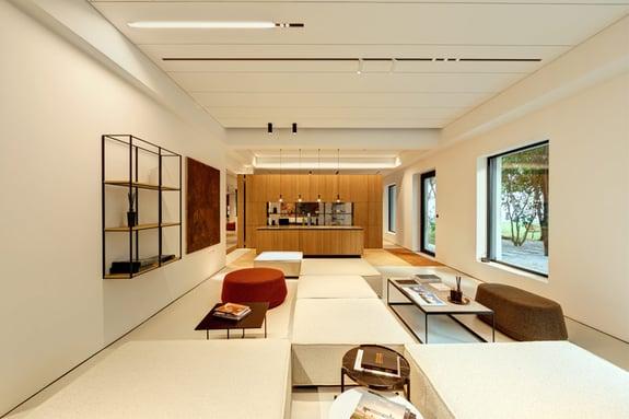 Dynamische-showroom-interieur